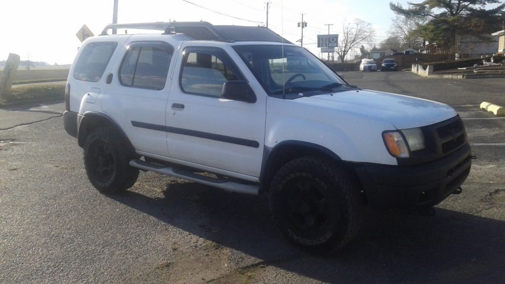 2000 Nissan Xterra…4×4 All Terrain Tires…runs Great